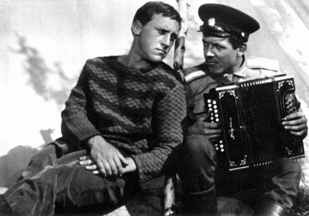"""Владимир Высоцкий и Валерий Золотухин на съёмках фильма """"Хозяин Тайги"""", 1968 год"""