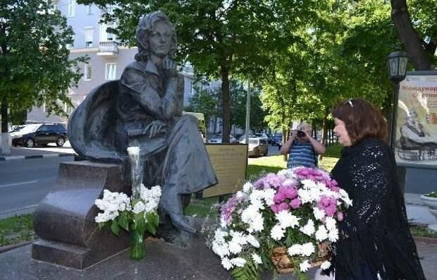 Кумиры детей из прошлого: что случилось с героями советских сказок
