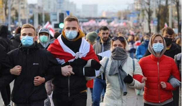 Политтехнолог: Запад готовит России белорусский сценарий