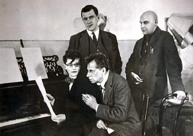 Дмитрий Шостакович, Всеволод Мейерхольд, Владимир Маяковский, Александр Родченко, февраль 1929 года.