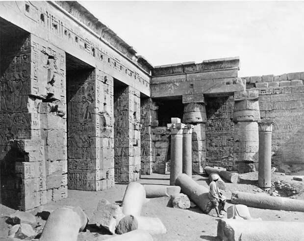 Мединет-Абу. Вид двора храма