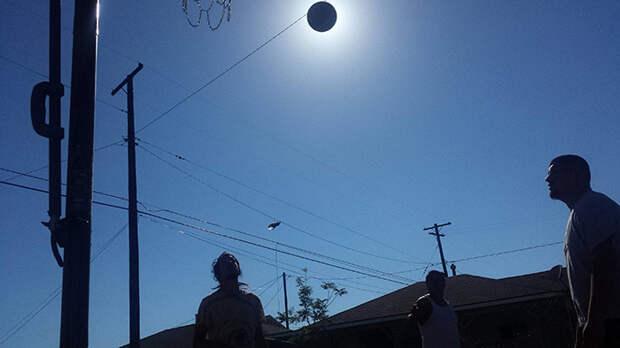 38. Мяч, закрывающий солнце момент, фотография