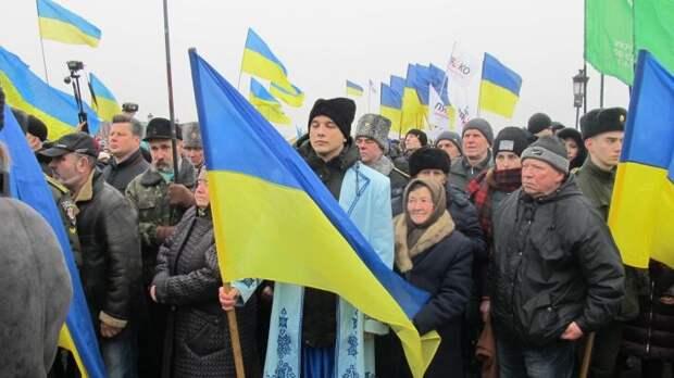 Активисты перекрыли трассу Киев – Чоп