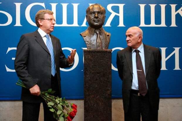 Памятник Гайдару