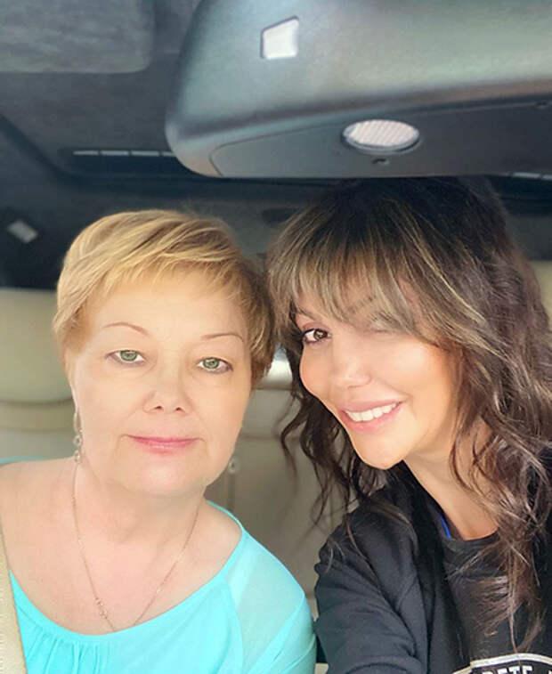 Алиса Казьмина с мамой