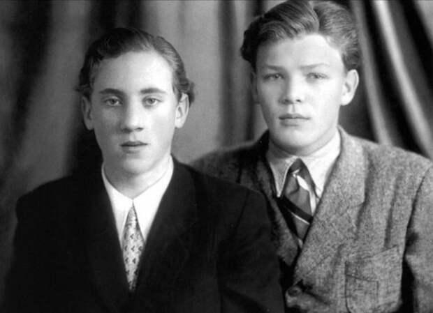 Владимир Высоцкий и Владимир Акимов, они сидели за одной партой, 1953 год.