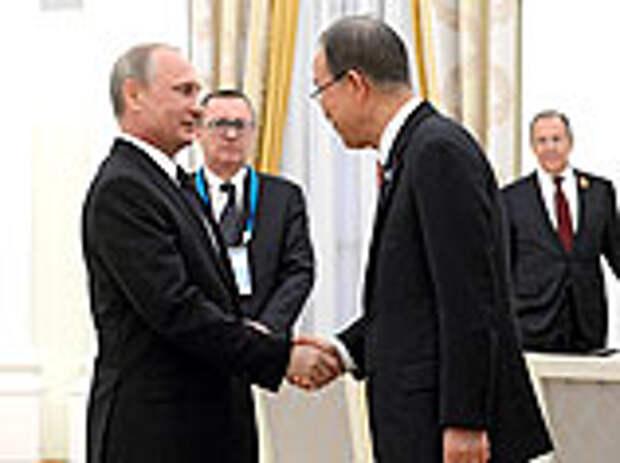 Генеральный секретарь ООН Пан Ги Мун на встрече с президентом России Владимиром Путиным признался, что сначала принял полумиллионное шествие по центральным улицам Москвы за демонстрацию протеста