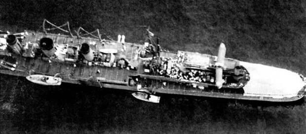 Боевые корабли. Крейсера. Цветок лотоса, опадая, плывет по воде