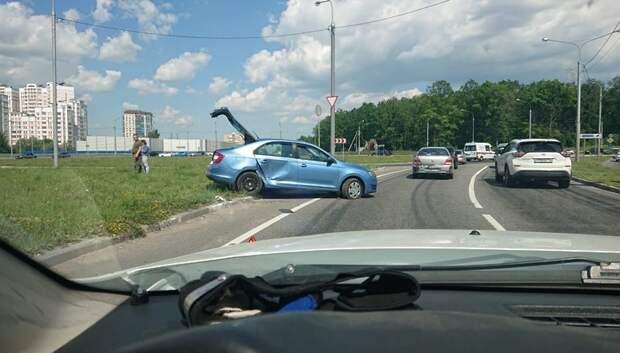 Два автомобиля столкнулись у кругового движения на Южном обходе Подольска