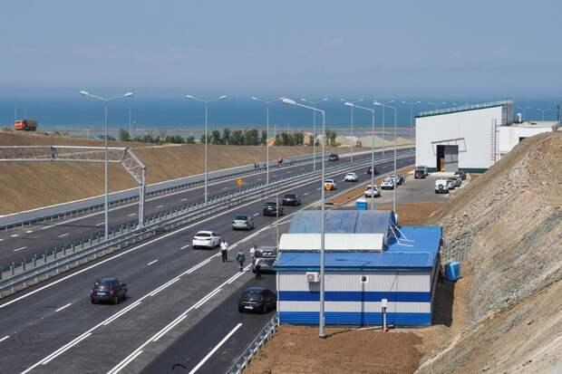 Первые автомобили на Керченском (Крымском) мосту. Фото Виталий Тимкив/ специально для «Новой»