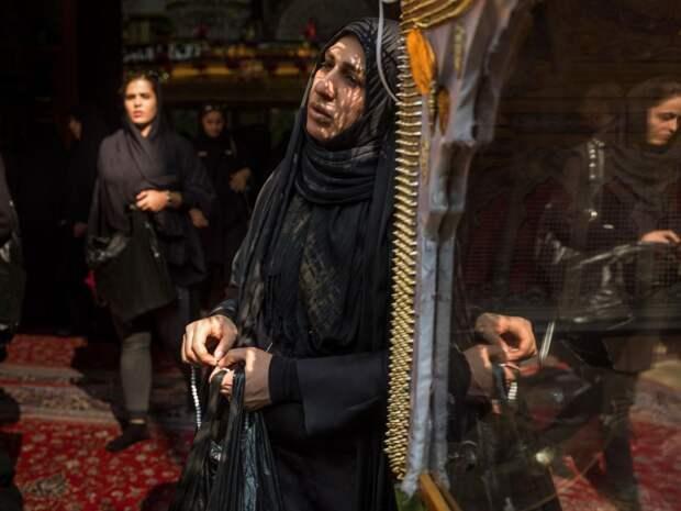 Иранки в мечети