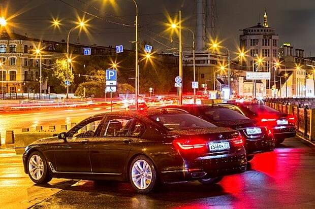 BMW 7-й серии против одноклассников: въезжаем в премиум