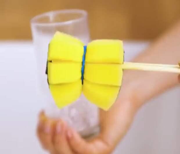 Как помыть узкий стакан и другие лайфхаки для уборки кухни
