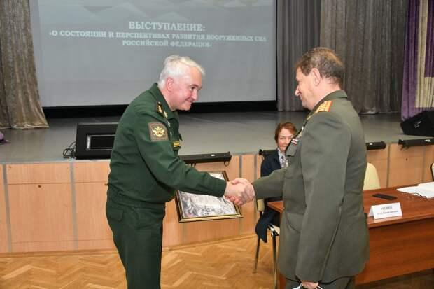 Заместитель министра обороны России вручил благодарственные грамоты ветеранам СВАО
