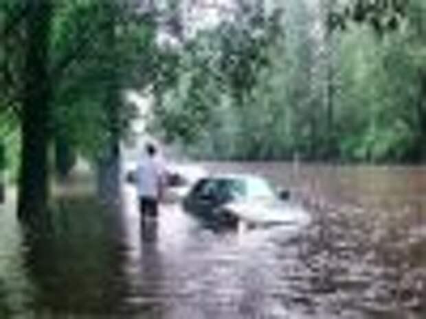В Ульяновске ливень затопил микрорайон авиастроителей