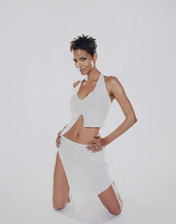 Холли Берри (Halle Berry) в фотосессии Антуана Вергла (Antoine Verglas) для журнала Maxim (июль 2000), фото 3
