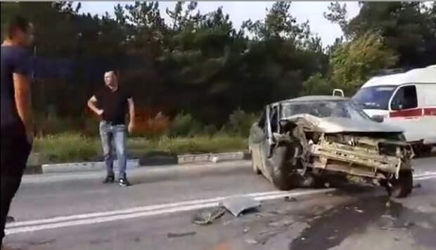 ДТП под Севастополем: грузовик столкнулся с «легковушкой» (ВИДЕО)