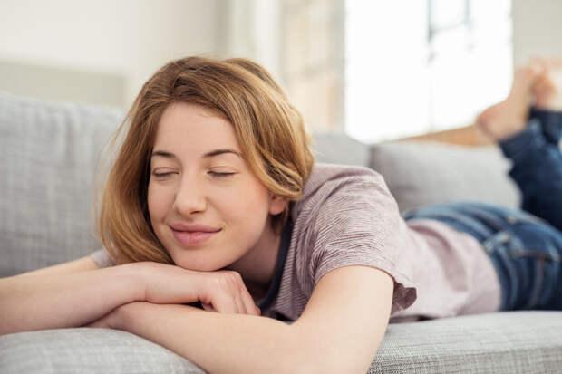 15 поводов остаться в субботу дома и полежать на диване