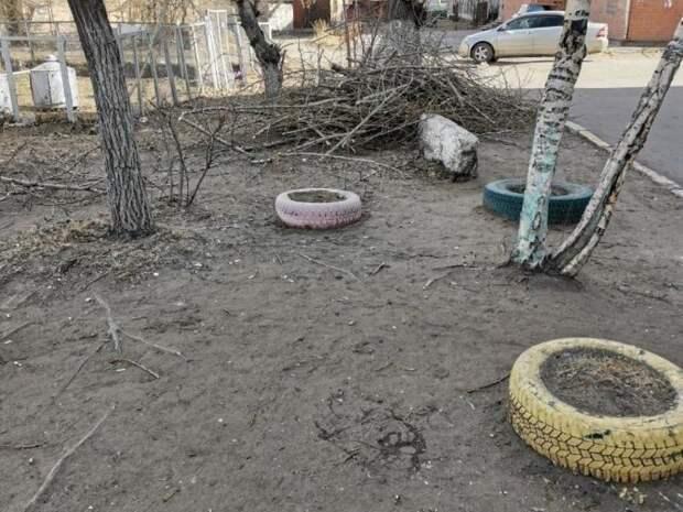 Жители дома по улице Недорезова 2Б пожаловались на работу управляющей компании