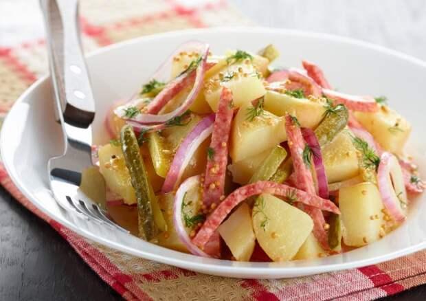 Салат из молодого картофеля с ветчиной