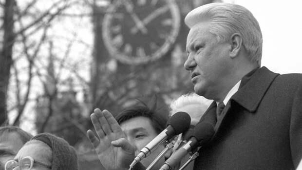 """""""Кремлёвский разоблачитель"""" рассказал о """"британских советничках"""" в правительстве Ельцина"""