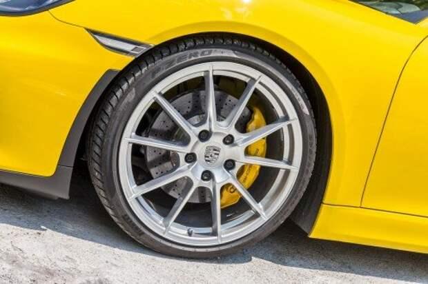 Диаметр передних тормозных дисков – 340 мм. Толщина – 34 мм. Суппорты – алюминиевые, шестипоршневые.