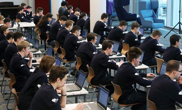 Заговор раскрыт: Сбербанк набрал иностранцев для развала образования в России