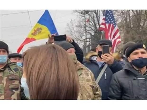 Без вариантов: Майе Санду под флагом США комфортно, как дома