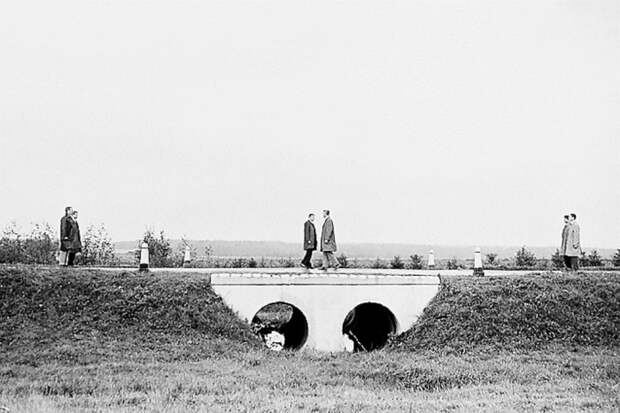 22 апреля 1964 года на границе Западной и Восточной Германий состоялся самый знаменитый обмен советского разведчика Конона Молодого на британского шпиона Винна./Фото: avatars.mds.yandex.net