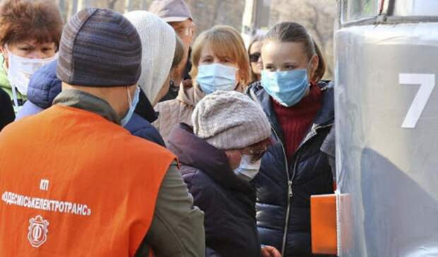 В Одессе несмотря на карантин транспорт пока не прекратил работу