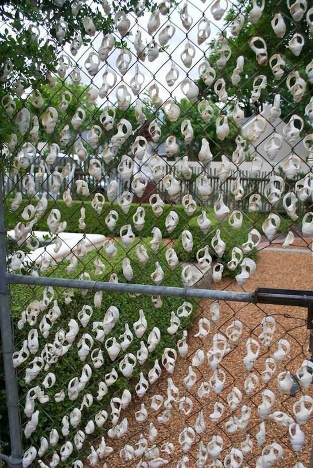 Ракушки Фабрика идей, дача, забор, сетка Рабица, украшение