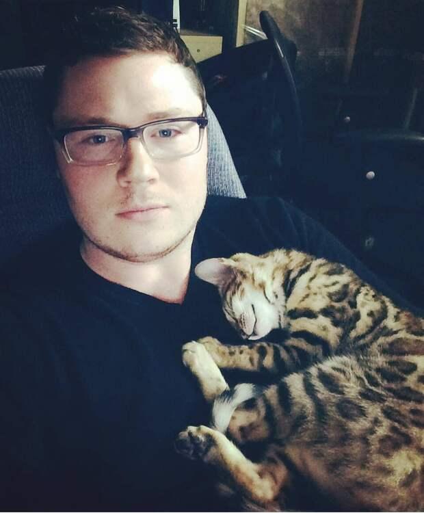 10+ фотодоказательств, что мужчины любят котиков не меньше девушек