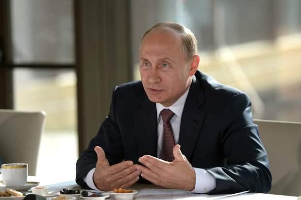 Путин на встрече с представителями национальных общественных объединений Крыма, 17.08.15.png