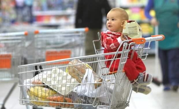 Мама усадила сына в тележку в магазине… А наутро он чуть не умер!