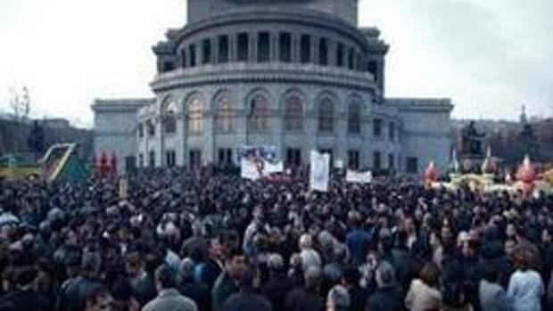 В Ереване водометами разогнали акцию протеста
