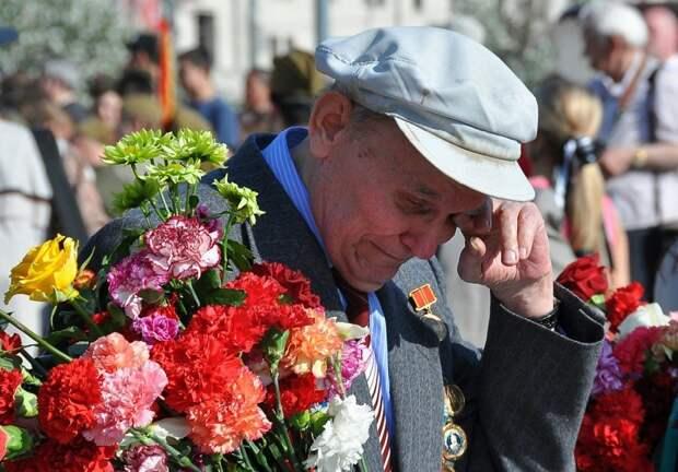 «Они — мерзавцы!»: российские ветераны обозлились на создателей «похабных» игрушек к 9 мая
