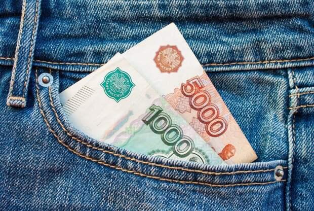 Пенсионерам дали совет, как выгодно вложить выплаты в 10 тысяч рублей