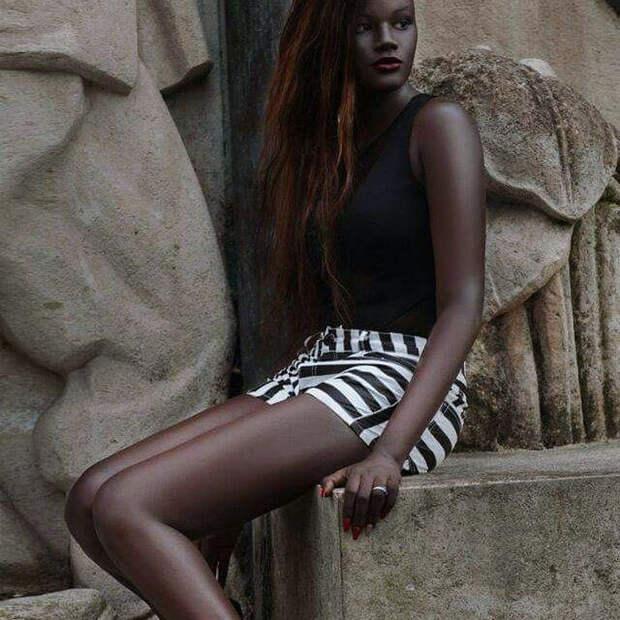 Богиня меланина: Cамая темная модель в мире покоряет Интернет и лучшие подиумы