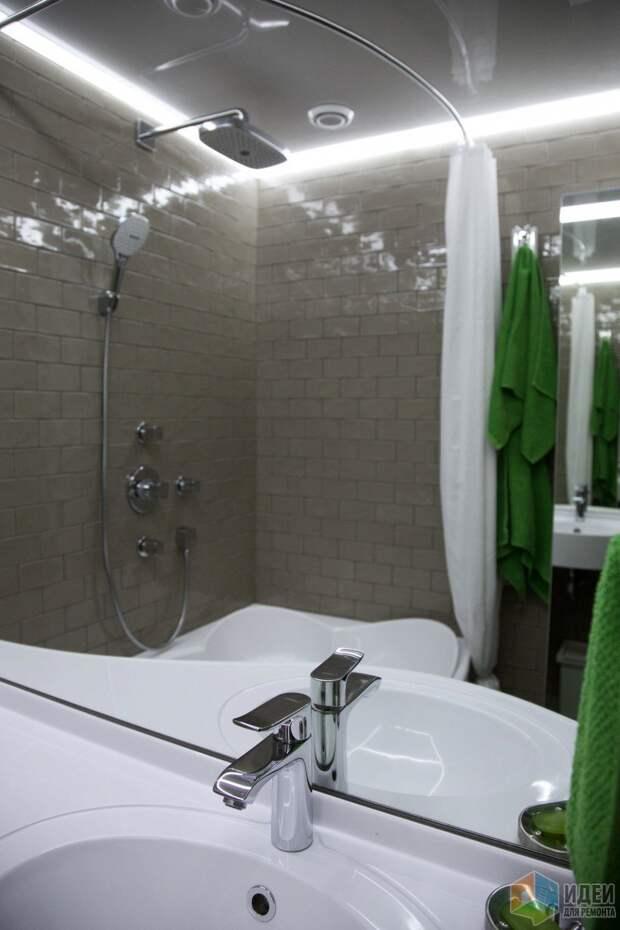 Интерьер ванной комнаты, зеркало увеличение пространства