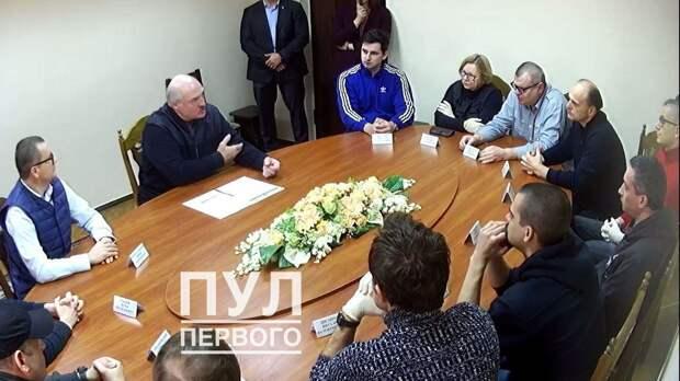 Лукашенко начал выпускать оппозиционеров из тюрьмы