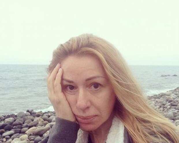 Алена Апина поделилась снимком без макияжа