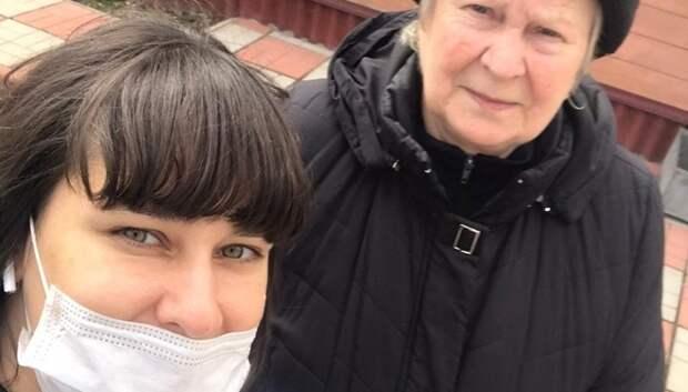 Депутат Подольска доставила продукты и лекарства пенсионерке на самоизоляции