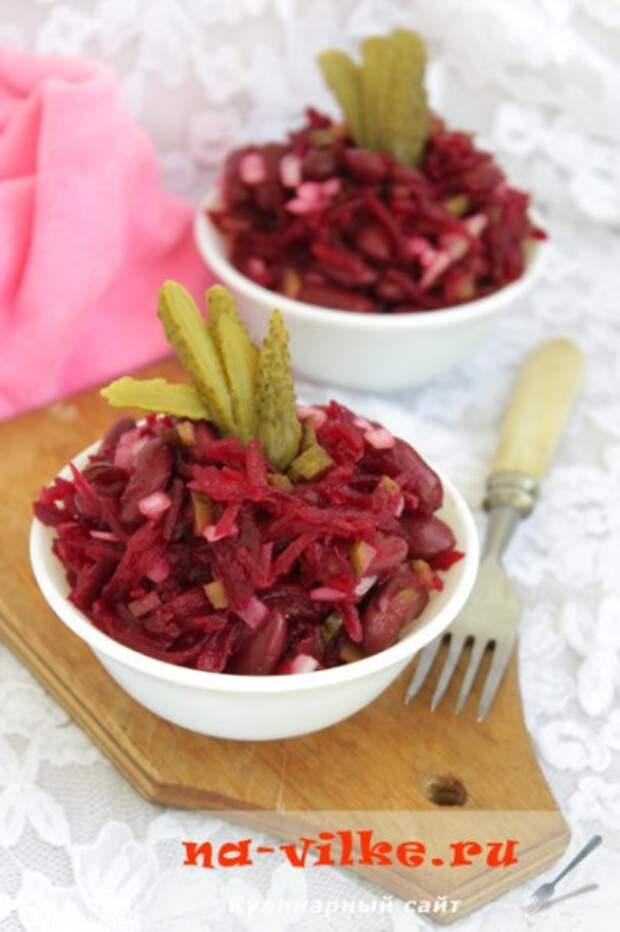 Салат из свеклы, красной фасоли и маринованных огурцов