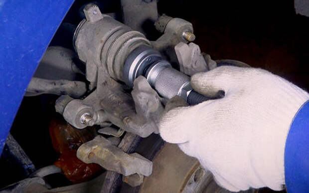 Замена колодок в механизме с электроприводом ручника