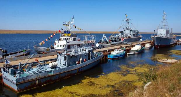Где и как сейчас выглядит тот самый затопленный корабль, который заблокировал весь украинский флот в Донузлаве?