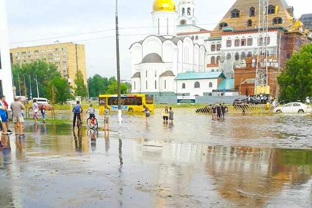 01-07-2015-zatopilo-dozhd-grad-groza-molniia-28