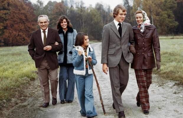 Грейс Келли и принц Ренье с детьми, 70-е годы.jpg