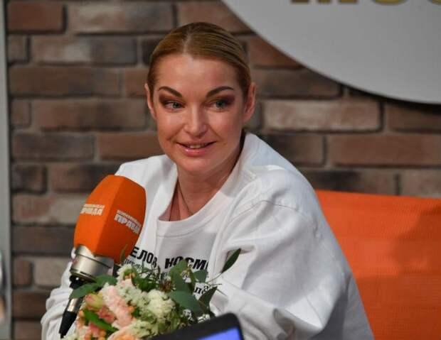 «Она меня домогалась»: бывший водитель Волочковой рассказала правду о балерине