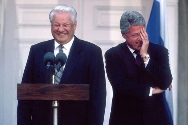 Чего это они так ржут, или как Ельцин Клинтону палец показал...