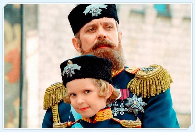 "Александр III с сыном. Кадр из к/ф ""Сибирский цирюльник"""